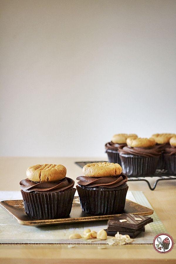 vegan chocOlate peanut butter cookie cupcakes
