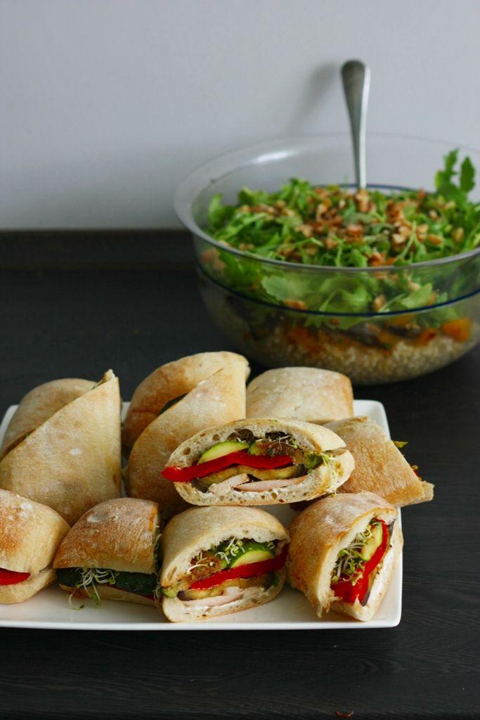 Ciabatta with grilled vegetables and roasted turkey Ciabatta z grillowanymi warzywami i pieczonym indykiem to nietuzinkowa i zachwycająca propozycja na piknik, grilla ze znajomymi, czy imprezę domową.