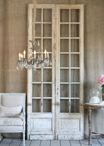 Old windows & panes for indoor decor. It's warm, charming & eloquent. Via-@Layla Grayce