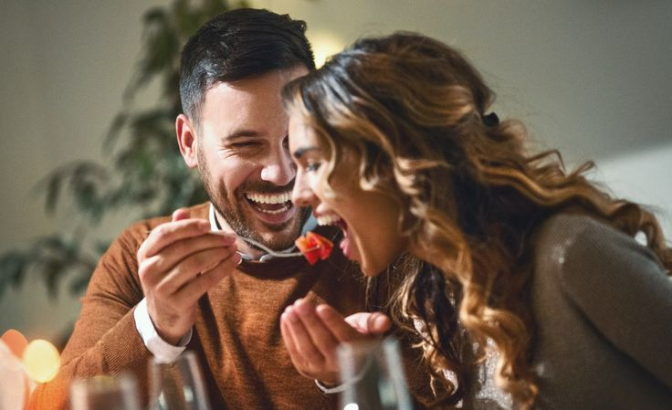 Tener que quedarte en casa no significa que tengas que cancelar tus planes, simplemente debes ajustarlos. Intimacy In Marriage, Relationships, Hot Butter, Couples Images, Romantic Dinners, Organic Beauty, Metabolism, Videos, Are You Happy
