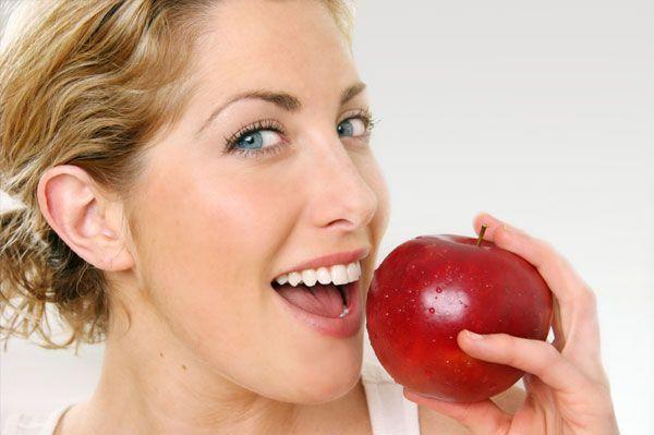 Plus de preuves continuent d'émerger appuyantl'efficacité supérieure des aliments de la nature par rapport auxmédicaments dans la prévention desmaladies. Une nouvelle recherche montre que seulement deux pommes par jour pourraient aider à protéger les femmes contre les maladies cardiaques en abaissant le taux de lipides dans le sang de près de 25 pour cent, une …