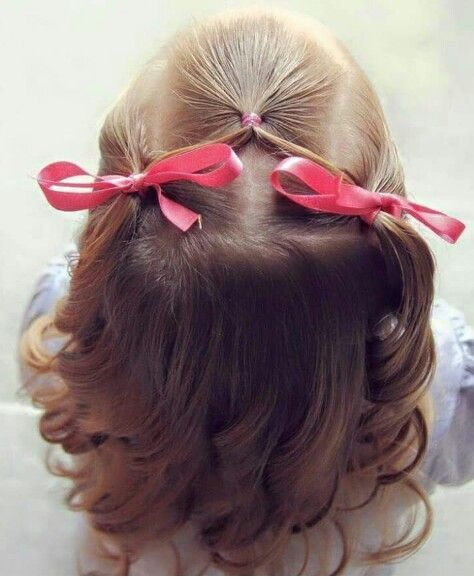 Bows and curls are so darling!  This is an easy and adorable little girl hair do...   - frisuren - #Adorable #Bows #curls #darling #Easy