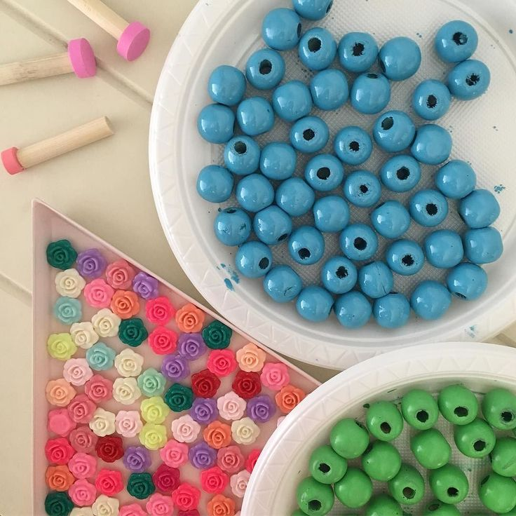 I've been painting wooden beads soon to be strung as necklaces #handmade #blue #green #spraypaint #paint #woodenbeads #beads #jewelrydesigner