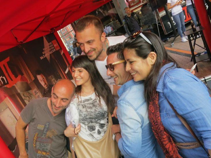 Poteva mancare Rubio al food truck festival? Una folla in fila per un #selfie con lo #chef rugbista guest star dell'evento. #chefrubio #untiebisunti #streeat