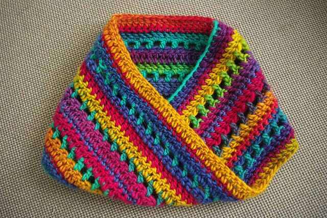 Chi-Town Cowl, free pattern by Kathy Kelly.  Also pretty & soft-looking with solid colors, lots of leeway customizing this fast, easy pattern.  . . .  ღTrish W ~ http://www.pinterest.com/trishw/  . . .  #crochet #scarf