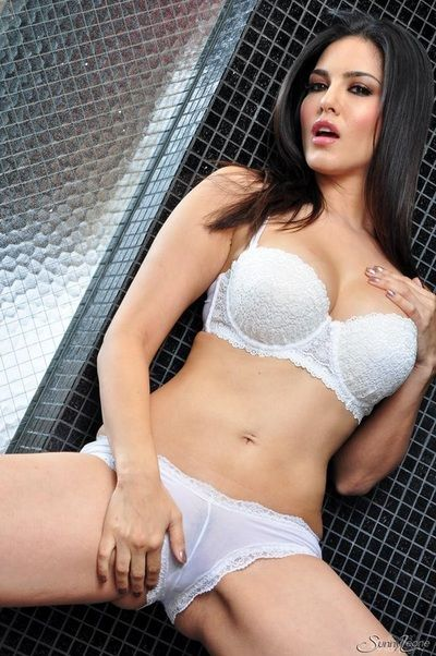 sunny leone with other women nude photo