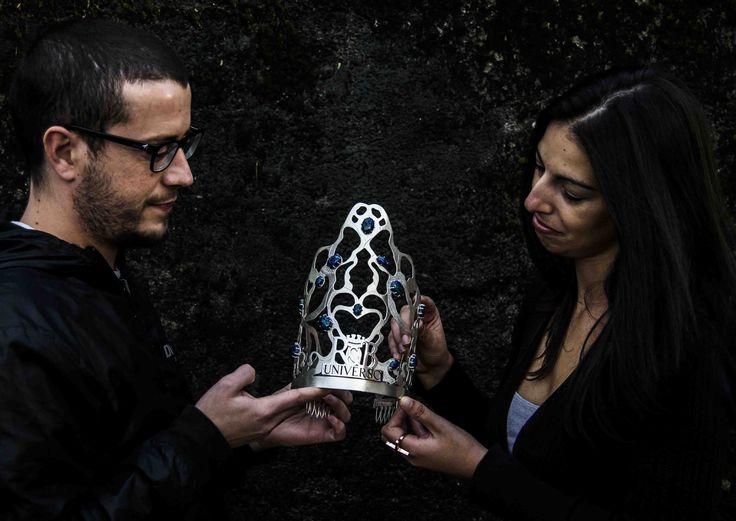 Corona para el certamen Reina Belleza Universo 2015 realizada a mano en plata de primera ley y azuritas engastadas. Creada por Iria Martínez y Alfonso Morales.