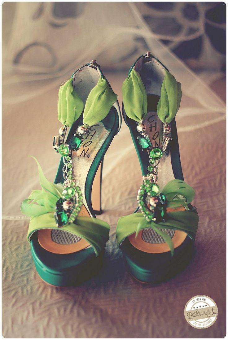 Green Bridal sandals by Chon, a very original choice. Ph Gabriele Parafioriti http://www.brideinitaly.com/2013/10/parafioriti-sicilia.html #italianstyle #shoes #wedding