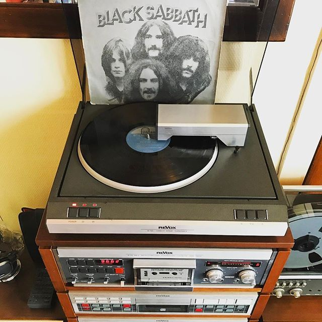 Black Sabbath'Paranoid' starts of this record from the Fontana Special series. 'Iron Man', 'The Wizard' and almost 10 minutes of 'N.I.B.' or also among the 8 tracks on this greatest hits album. #vinyl #vinyligclub #vinylcollection #vinylcollector #vinyladdict #turntable  #vinylporn #vinylcommunity #nowspinning #vinyloftheday #recordcollection #recordcollector #thevinylday #vinylrecord #instavinyl #vinylgram #records_feature #vinylcollectionpost #blacksabbath #ozzyosbourne #tonyiommi #geez...