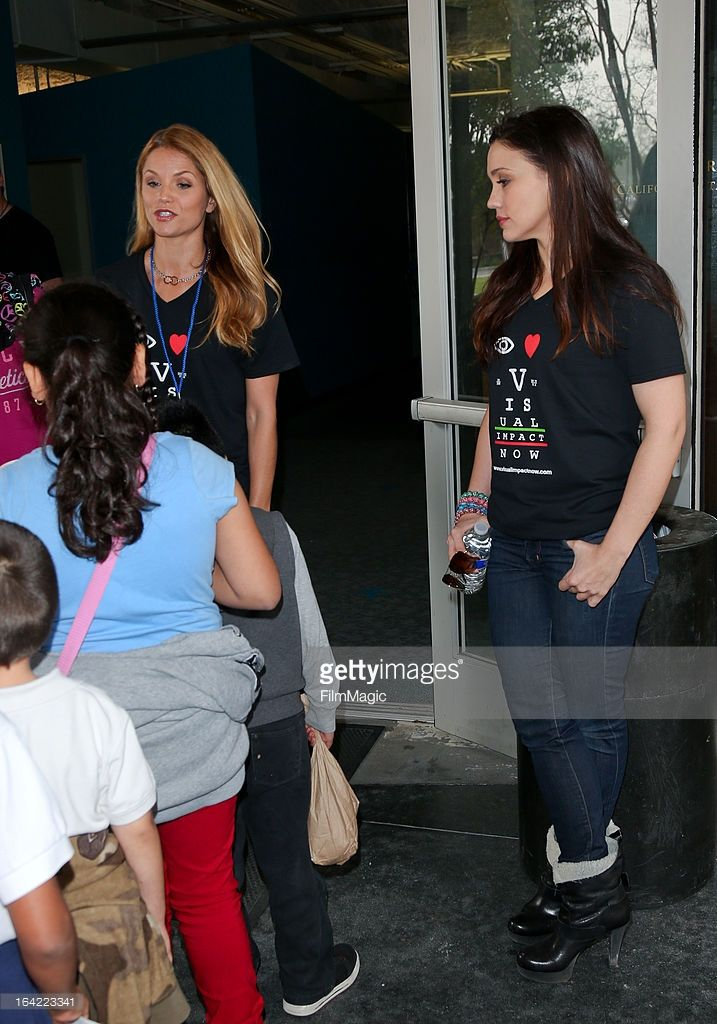 Actress Ellen Hollman (L) and Jenna Lind (R) from the cast of 'Spartacus: War of the Damned' attend the Visual Impact Now charity event at the Visual Impact Now Eye Clinic on March 20, 2013 in Los Angeles, California.