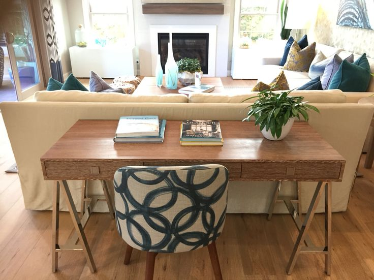 Best 25 desk behind couch ideas on pinterest living for Sofa table placement