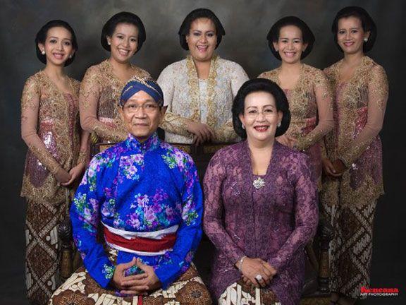 Sri-Sultan Hamengku Buwono X, Gusti Kangjeng Ratu Hemas, dan Putra Dalem updt 2011-07