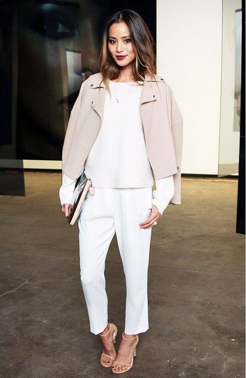 White and pink on a brunette makes great contrasts. Style it up with a red lipstick and you're good to go! Très chic