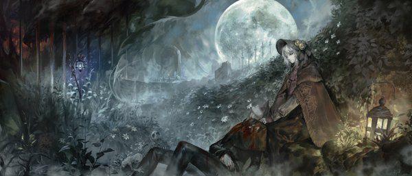 Аниме картинка 2800x1200 с  bloodborne plain doll hunter (bloodborne) alcd длинные волосы высокое разрешение голубые глаза широкое изображение сидит лёжа подписанный полная луна бледная кожа живописный туман готический травма смерть doll joints девушка