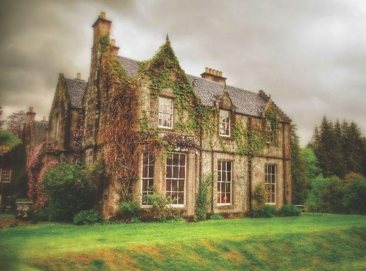 "colourfullyboring: "" bunkisu: "" m-e-d-i-e-v-a-l-d-r-e-a-m-s: "" Celtic houses "" oh my god "" Take me heeeeeere """