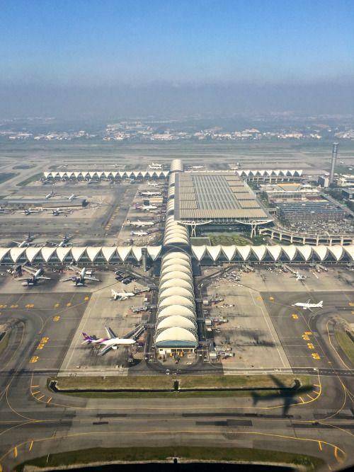 Suvarnabhumi Airport, Bangkok, Thailand.     ⍢    https://de.pinterest.com/poungloy/take-off/