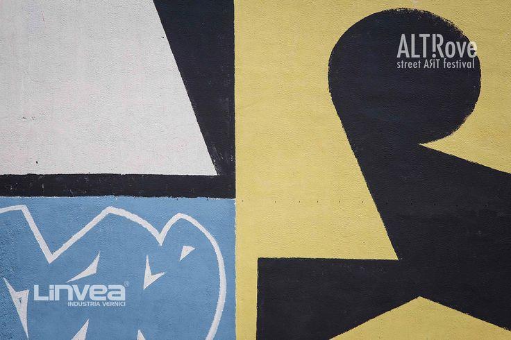 """""""Linguaggio Universale"""" di #erosie per ALTrove - Street Art Festival - Piano Casa, quartiere popolare a pochi passi dal centro storico di Catanzaro. Jeroen Erosie """"posa"""" sui muri dei palazzi il trittico """"Linguaggio Universale"""". Dopo i primi tre giorni di lavoro, gli abitanti dell'edificio che affaccia sui primi due muri hanno spontaneamente concesso l'autorizzazione per poter realizzare anche la terza parete: 120 metri quadrati che Erosie ha dipinto in un solo giorno con l'aiuto dei fari…"""