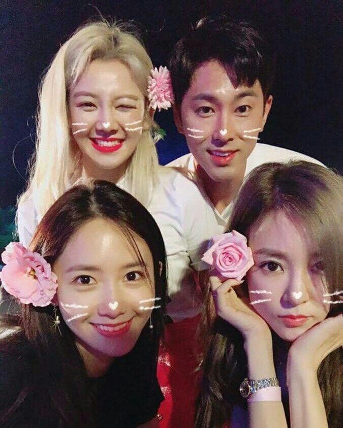 Hyoyeon, Yoona, Tiffany, and Yunho at smtown workshop in Jeju. They are so cutee😍😍😍😍