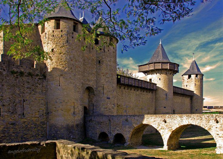 4 historische plekken in Zuid-Frankrijk!  Bijzondere bouwwerken en steden die al honderden jaren het landschap kleuren. Zeer de moeite waard om te bezoeken tijdens een vakantie in Zuid-Frankrijk! Lees het op onze nieuwe blog: xclusivetravel.nl