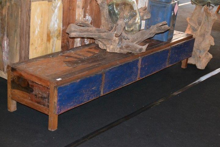 laag dressoir van oude boten €495