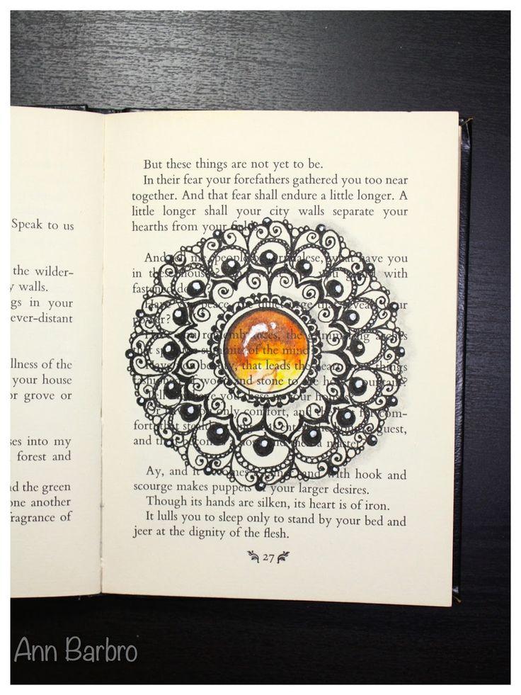 I en gammel engelsk utgave av Profenten av Kahlil Gibran har jeg lekt meg litt med zentangleinspirerte bilder (ZIA) og lært meg å lage ...