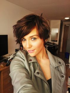 Short, feminine hair style. This is the first picture I like of short hair that I feel like I could pull off.... but not for a while. I still like my long locks :)