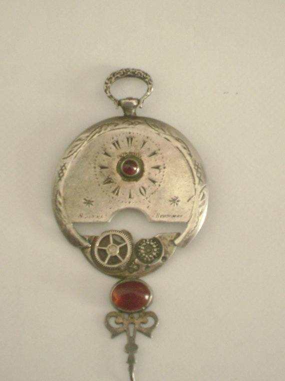 Antique 19001910 sterling silver 950 brooch 8 jours by Lionsoul, €890.00