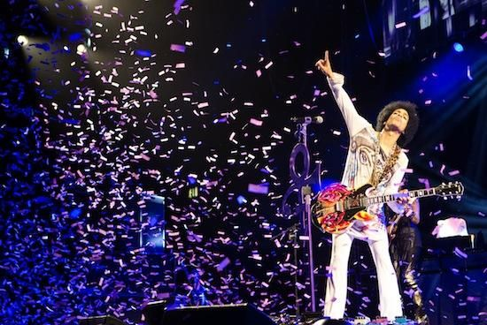 """Prince New Single """"Baltimore"""" Premiere / Princeがボルチモア市で亡くなったフレディ・グレイさんに捧げる新曲「Baltimore」を発表した。合わせて、2015年5月10日にボルチモア市のロイヤル・ファームズ・アリーナでコンサートを実施する。"""