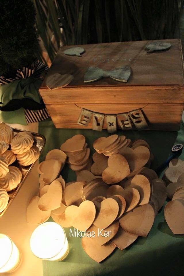 Ξύλινο χειροποίητο κουτί ευχών με ξύλινες καρδιές