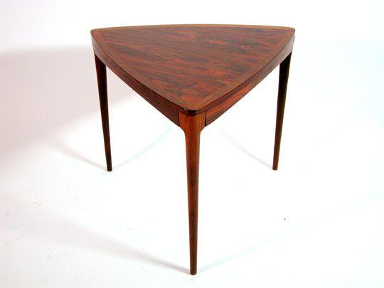 utopiaretromeodern.com - designer: Torbjørn Afdal, produsent: Haug snekkeri, periode: c. 1960, Palisander trekantet kaffebord.