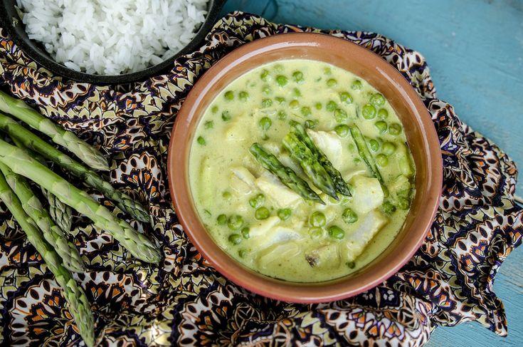 Zielone curry z dorszem, groszkiem i szparagami