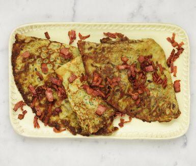 Lite matigare pannkakor med spenat och bacon. Spenaten mixas ner i smeten medan baconet knapersteks och strösslas på vid servering. Passar bra både till middag och till brunchen!