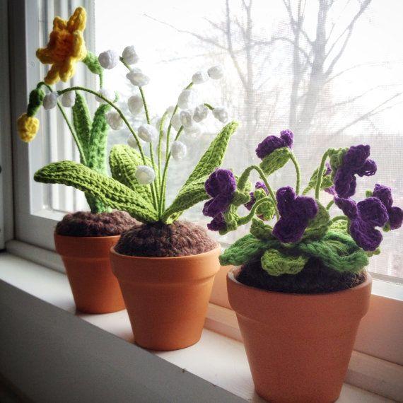 Mini Crochet Daffodil in terra cotta pot - Narcissus, Mother's Day, Easter…