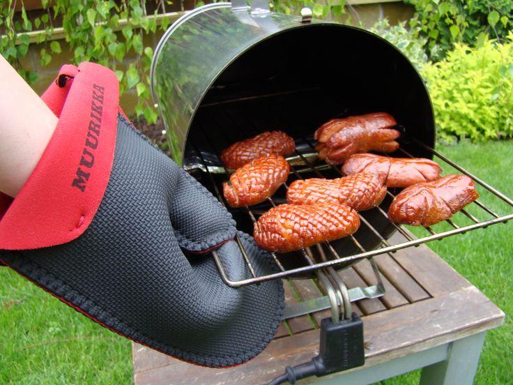 Obyčejné párky neobyčejně chutnají v Muurikka Smoker http://www.gril-muurikka.cz/muurikka-smoker-1100-p1619