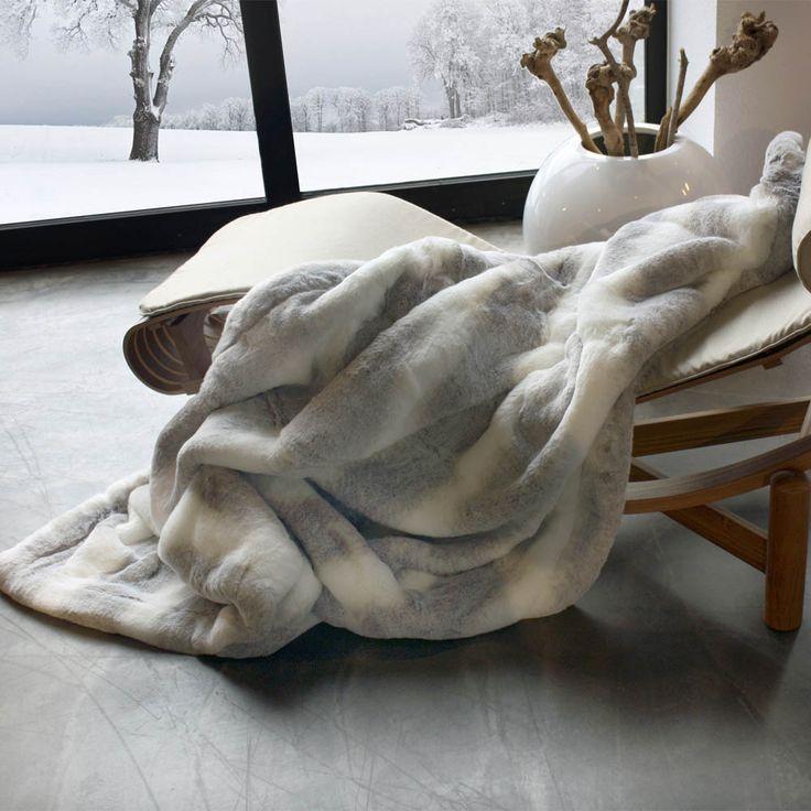 62 best plaids et couvre lits en fausse fourrure images on pinterest faux fur furs and beds. Black Bedroom Furniture Sets. Home Design Ideas