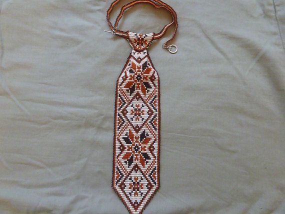 Галстук из бисера с этническим орнаментом.