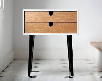 Belle table / table de chevet compact inspirée par le design scandinave de mi-siècle.  Entièrement fabriqué à la main avec des matériaux de haute qualité. Cette nouvelle version a gagné en hauteur grâce à la conception de nouvelles jambes qui sont plus hauts et plus stylisée.  Mesures :  Tableau 2 tiroirs  -18,3 de large x 13,77 x profondeur 23,03 tall (46,5 cm large x 35 cm de profondeur x 58,5 cm de haut)  Table 1 tiroir  -18,3 de large x 13,77 profondeur x 19,48 élevé (46,5 cm large x 35…