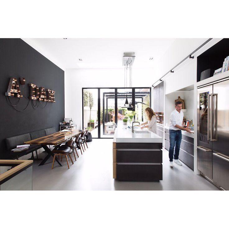 415 vind-ik-leuks, 26 reacties - Eigen Huis & Interieur (@eigenhuiseninterieur) op Instagram: 'Droom aan de gracht • Hoog, rank, aan de Amstel: dit Amsterdamse huis heeft de vertrouwde kenmerken…'