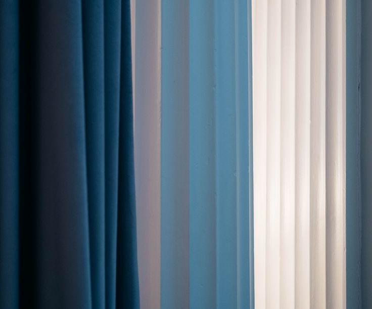 Subtle blue hues  . . . #Interiordesign #MerakiDesign #Meraki #creative #Createanddesign #color #blue #inspo #design #Style #designinspo #designinspiration #inspiration #interior4all #hues #details #curtain #texture #shadows #Luxurylifestyle #Itsthelittlethings #Glamour #Draping #Soul #lympstonemanor