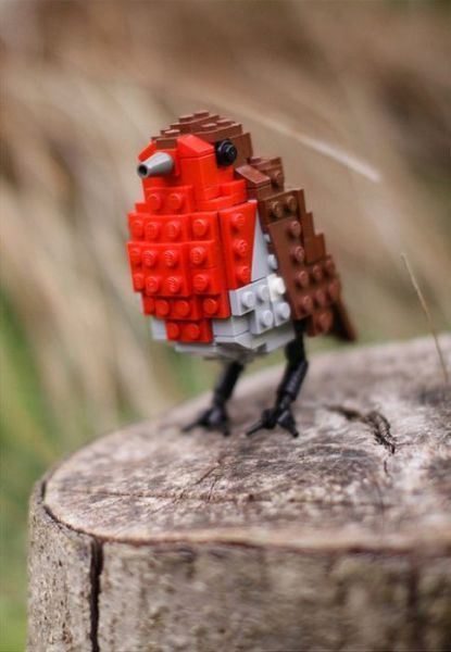 Funny: Cool LEGO creations. A bird you could actually make yourself.