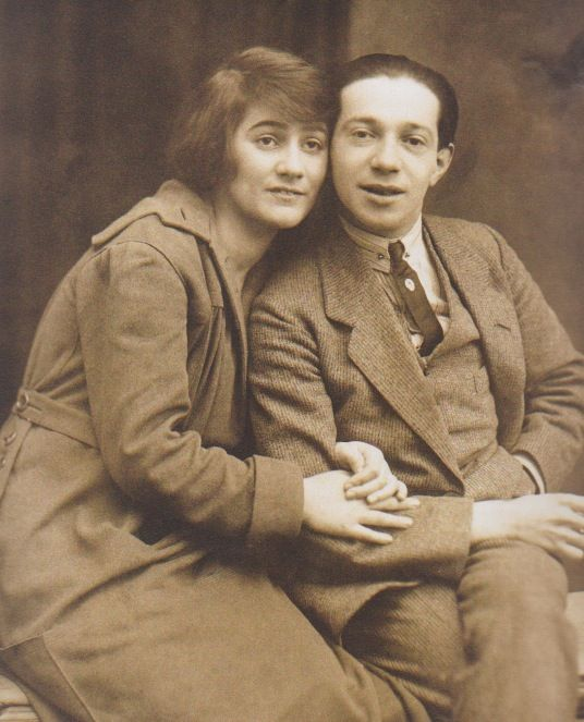 Hollaender with his wife Blandine Ebinger in the 1920s