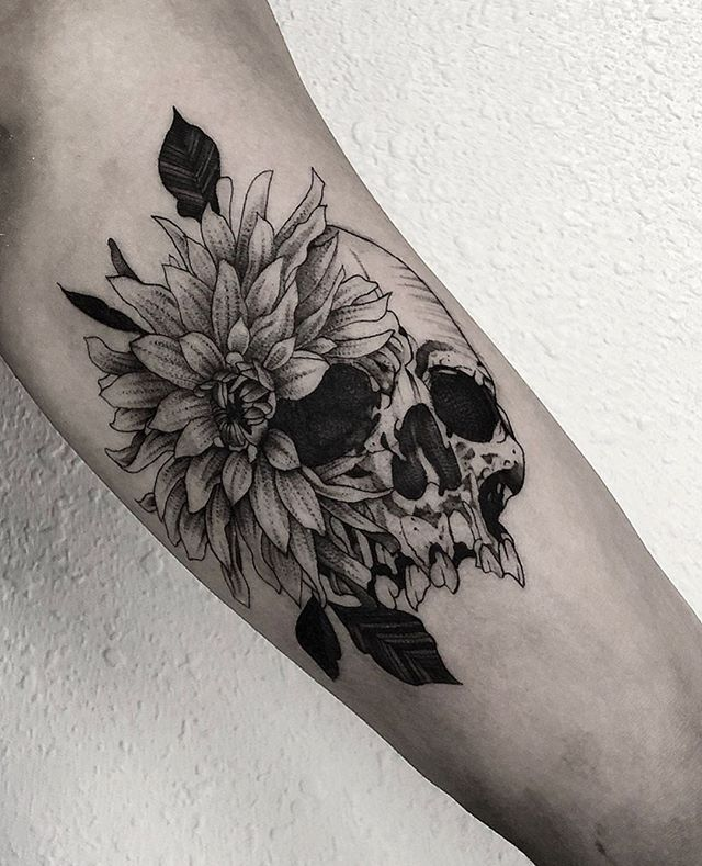 Scull By Noah Noah Hasenei From San Diego Usa Ca Usatattoo Tattoousa Sandiegotattoo Californiatattoo Sculltatt In 2020 Geometry Tattoo Usa Tattoo Deer Tattoo