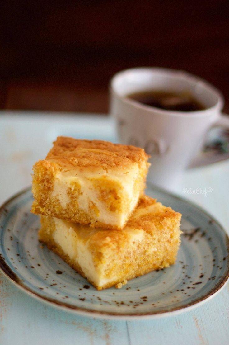 Bu aralar cheesecake dolgulu keklere takmış durumdayım farkındaysanız. Daha önce tarifini verdiğimYaban Mersinli Cheesecake Kek bizim evde çok sevildi. Deneyip memnuniyetini paylaşan takipçilerimden de aldığım cesaretle havuçlu keki de cheesecake dolgusuyla birlikte denemek istedim. Yurt dışında havuçlu kekler daha çok üzerlerine peynir