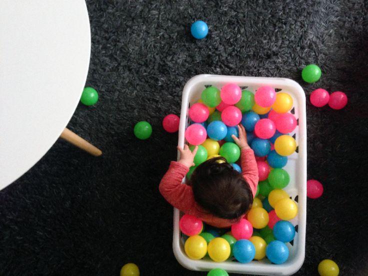 Kinderactiviteit: Plastic ballen - ministijl