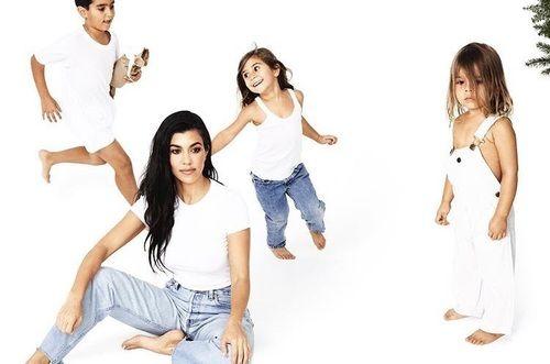 Kourtney Kardashian, Mason Disick, Penelope Disick and Reign Ashton Disick. The Kardashian Card Christmas   #kourtneykardashian  #masondisick  #penelopedisick  #reigndisick