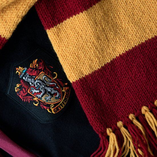Make your own Harry Potter Hogwarts Gryffindor scarf with this easy free knitting pattern.