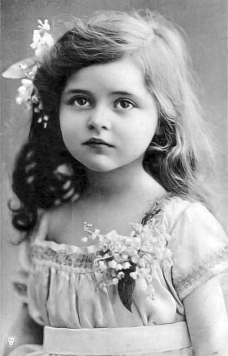 olden black and white photos of young women