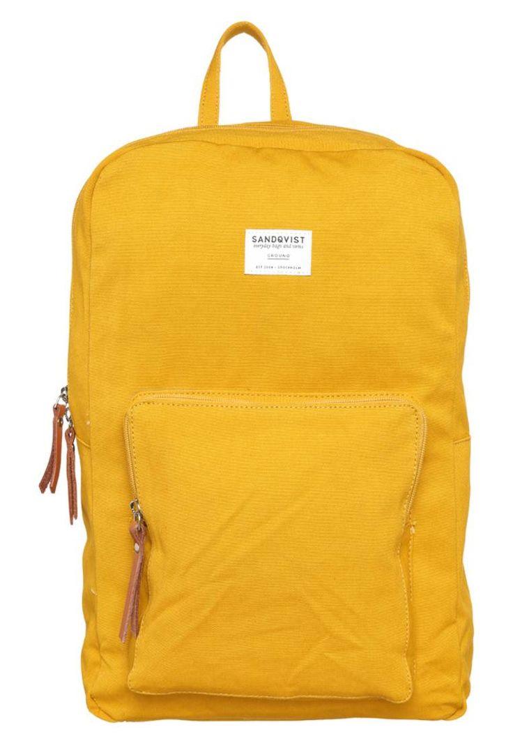 Sandqvist. KIM GROUND - Ryggsekk - yellow. Lengde:30 cm i størrelse One Size. overmateriale:lær,tekstil. Rom:Romslig innerlomme,Laptoplomme 13-tommer. Høyde:42 cm i størrelse One Size. Mønster:ensfarget. fôr:tekstil. Bærehåndtak:8 cm i stør...