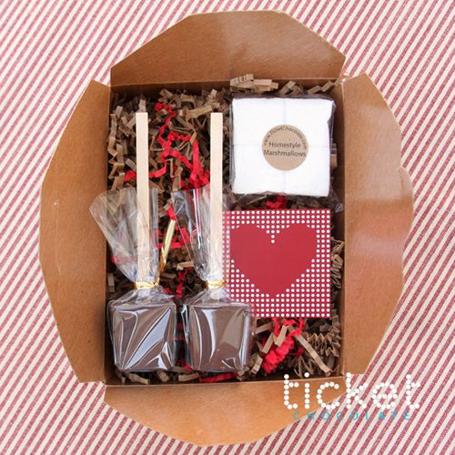 giverslog.com--lots of DIY tutorials, recipes, printables, entertaining ideas, books, gift ideas, home organizing stuff, etc.: Gifts Packs, Homemade Marshmallows, Valentine'S S, Sticks, Holidays Gifts, Chocolates Gifts, Hot Chocolates, Gifts Idea, Valentine Gifts