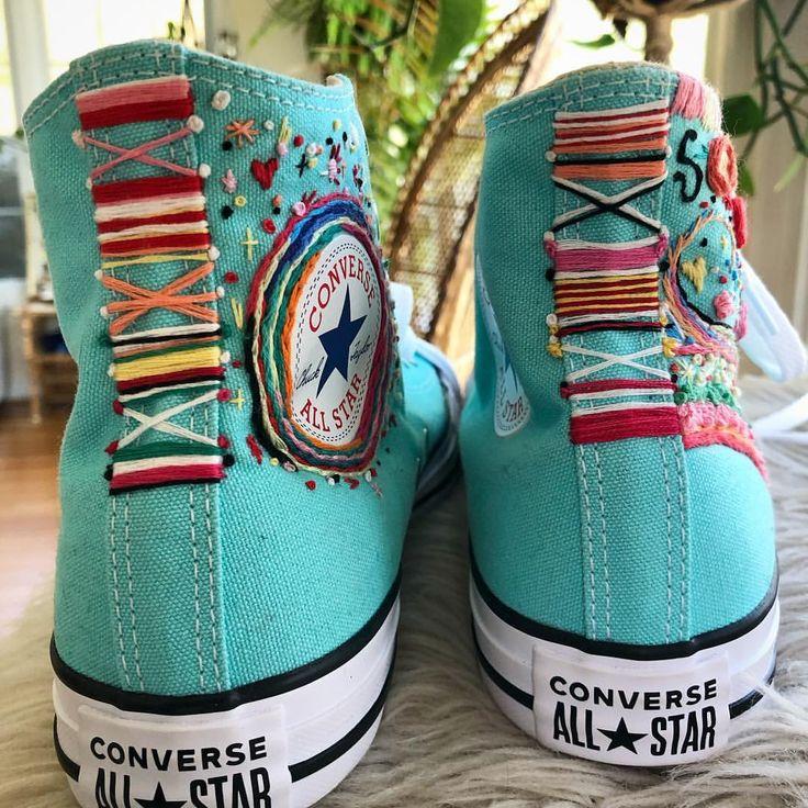 ✨Babys mit Regenbogenunterstützung 🍭 Converse #embroidery #handembroidery #converse #em …